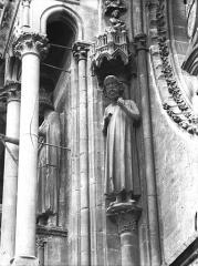 Cathédrale Notre-Dame - Statue d'Adam