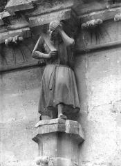 Cathédrale Notre-Dame - Cariatide de l'abside, au nord