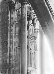 Cathédrale Notre-Dame - Statue d'un saint, contrefort, tour nord
