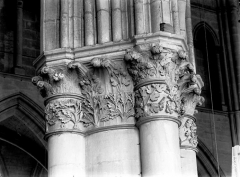 Cathédrale Notre-Dame - Nef, chapiteau