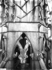 Cathédrale Notre-Dame - Clocher à l'Ange, détail de la plomberie à la base du clocher