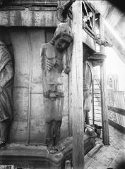 Cathédrale Notre-Dame - Clocher à l'Ange, cariatide