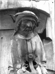 Cathédrale Notre-Dame - Clocher à l'Ange, buste d'une cariatide