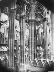 Cathédrale Notre-Dame - Statues de rois, tour sud