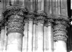 Cathédrale Notre-Dame - Chapiteau du premier pilier de la nef, à droite