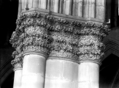 Cathédrale Notre-Dame - Chapiteau du deuxième pilier de la nef, à droite