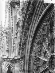 Cathédrale Notre-Dame - Voussure de la rose, côté gauche