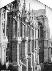 Cathédrale Notre-Dame - Contrefort de la nef, au sud