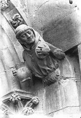 Cathédrale Notre-Dame - Figure d'amortissement, le Moine, la Gourmandise