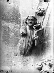 Cathédrale Notre-Dame - Figure d'amortissement en regard du Moine