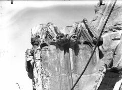 Cathédrale Notre-Dame - Contrefort du transept nord, grotesques