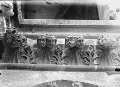 Cathédrale Notre-Dame - Têtes formant crochets de corniche