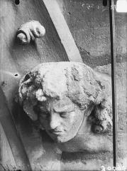 Cathédrale Notre-Dame - Arc de l'abside, tête d'amortissement