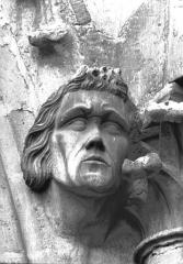 Cathédrale Notre-Dame - Tour sud, tête d'amortissement d'arc