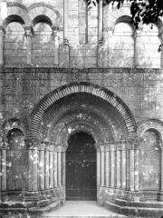 Eglise Notre-Dame - Façade ouest, portail et arcature