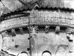 Eglise Saint-Sulpice - Bras sud du transept, corbeaux et corniche