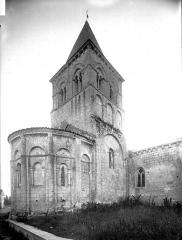 Eglise Saint-Pierre - Abside et clocher, au nord-est