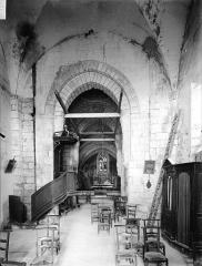 Eglise Saint-Cézaire - Nef, vue de l'entrée