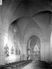 Eglise Saint-Fortunat - Nef, vue de l'entrée