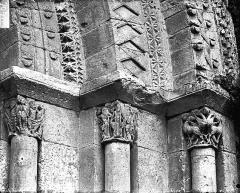 Eglise Notre-Dame de l'Assomption - Portail, chapiteaux et départs de voussures