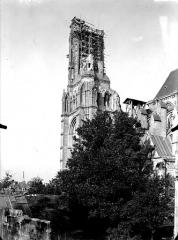 Cathédrale Saint-Gervais et Saint-Protais - Clocher, côté sud-est