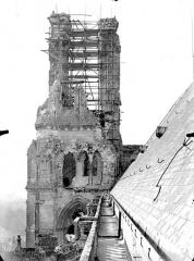 Cathédrale Saint-Gervais et Saint-Protais - Clocher, côté est
