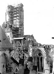 Cathédrale Saint-Gervais et Saint-Protais - Clocher, côté est et monte-charge