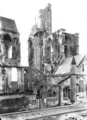 Cathédrale Saint-Gervais et Saint-Protais - Façade ouest, revers, en perspective