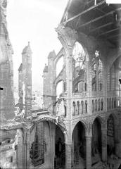 Cathédrale Saint-Gervais et Saint-Protais - Nef et triforium