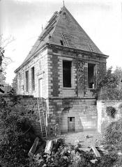 Pavillon de l'Arquebuse - Vue d'angle, sur les remparts