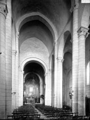 Eglise Sainte-Croix - Nef, vue de l'entrée
