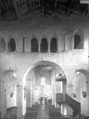 Eglise Saint-Généroux - Nef, vue du choeur