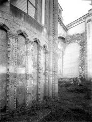 Ancienne abbaye Saint-Jouin - Abside, soubassement