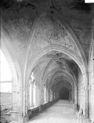 Ancienne abbaye Saint-Jouin - Intérieur d'une galerie