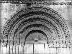 Eglise Sainte-Marie-aux-Dames - Portail ouest, porte centrale, tympan
