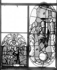 Ancienne église Saint-Eloi - Vitrail, fenêtre 1, panneau supérieur du tympan, partie médiane et panneau du deuxième registre