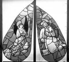 Ancienne église Saint-Eloi - Vitrail, fenêtre 1, angelots du tympan