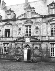 Domaine du château de Bussy-Rabutin - Pavillon central, façade principale