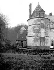 Domaine du château de Bussy-Rabutin - Tour, sur côté jardin
