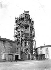 Ancienn abbaye Saint-Sauveur de Charroux - Tour, ensemble échafaudé