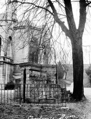 Ancienne chartreuse de Champmol, actuellement centre psychothérapique de Dijon - Puits