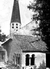 Eglise Saint-Pierre - Clocher et porche