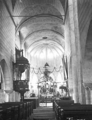 Eglise Saint-Germain - Nef, vue de l'entrée