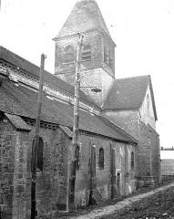 Eglise - Clocher et partie latérale