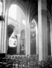 Eglise Saint-Aspais - Nef, vue diagonale