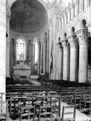 Eglise Saint-Genou (ancienne abbatiale) £ - Nef, vue de l'entrée