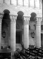 Eglise Saint-Genou (ancienne abbatiale) £ - Travée
