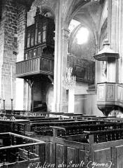 Eglise Saint-Pierre - Nef, vue diagonale