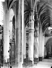 Eglise Saint-Gervais-Saint-Protais - Bas-côté sud, piliers