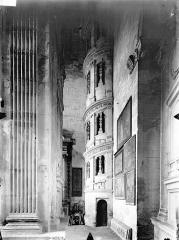 Eglise Saint-Gervais-Saint-Protais - Tribune, escalier